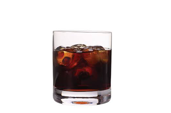 preparazione cocktail black russian