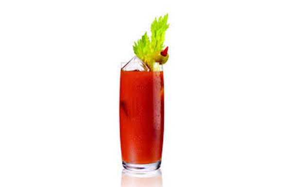 Preaparazione cocktail blody mary