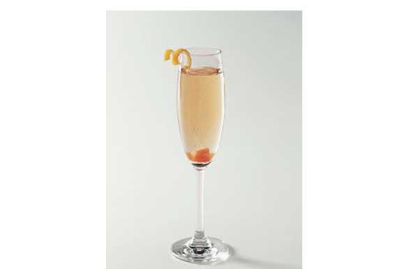 Preparazione cocktail champagne