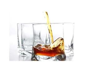 Rum: Storia, Produzione  e Tipi di un Distillato Unico